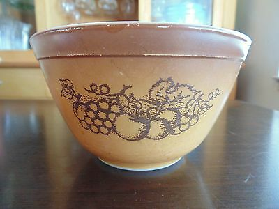 Vintage Pyrex Old Orchard Small Mixing Bowl 1.5 pint #401 Brown Grapes Fruit
