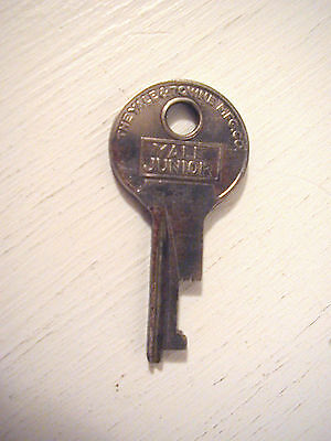 Vintage Antique Unique Cut YALE & TOWNE MFG CO YALE JUNIOR Brass Lock KEY Keys