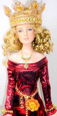 "QUEEN GUINEVERE of Camelot RE-IMAGINED 16"" Dressed Doll Tonner Antoinette Box++"