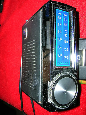 VINTAGE TRANSISTOR POCKET RADIOS ON 11