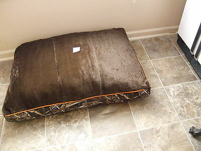 large dog bed 30 x 40 plush gusseted brown camo washable removable soft cover