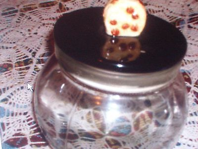 CLEAR COOKIE JAR WITH UNIQUE CHOCOLATE CHIP ON TOP