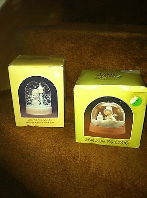 LOT OF 2 PRECIOUS MOMENTS GLOBES 1983 JOY TO THE WORLD & 1988 SENDING MY LOVE