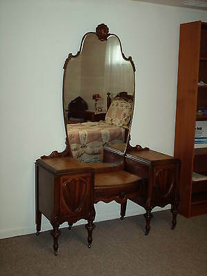 Victorian Antique Vanity Dresser with Beautiful Large Mirror