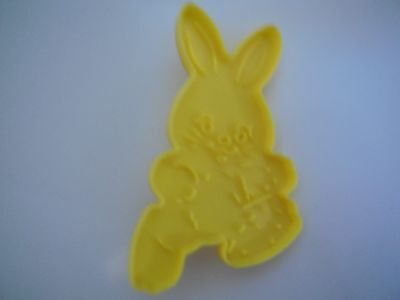 1990 Wilton Plastic Yellow Easter Rabbit Cookie Cutters with Handle New