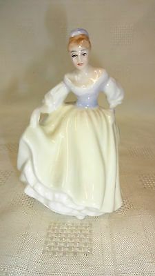 Attractive Small Peggy Davies Royal Doulton Lady Figurine HN3216 Fair Lady