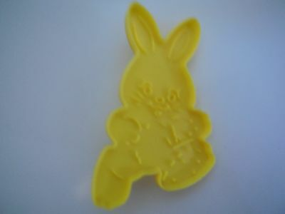 1990 Wilton Plastic Yellow Easter Rabbit Cookie Cutters with Handle