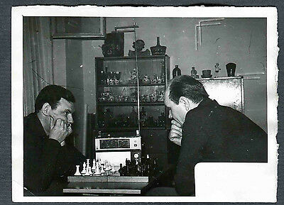 CHESS  USSR Russian people play in chess. Unusual Real photo. Circa 1956