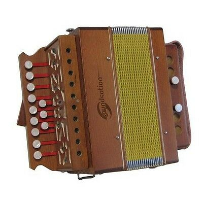 SOUNDSATION SAC-1202C-WD C diatonic accordion with natural wood finish