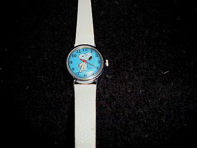 Vintage 1958 King Features Syndicate Original Snoopy watch *See Photos*