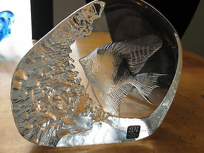 MAT JONASSON,EXOTIC FISH ETCHED  CRYSTAL,HAND SIGNED,LIMITED #J562,SWEDEN,LARGE