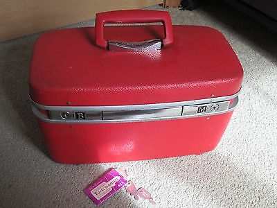 Vintage Royal Traveller Traveler Train Case Cosmetic Case red Suitcase With Keys