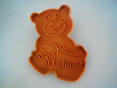 1990 Wilton Plastic Brown Valentine Teddy Bear Cookie Cutters with Handle New