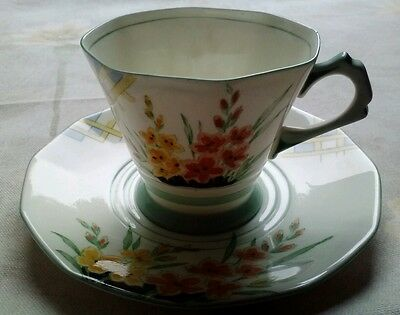 Vintage Tuscan Bone China Floral Pattern D1460 Cup and Saucer with Gold Trim
