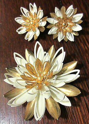 VINTAGE PIN & EARRINGS SET WHITE GOLD TONE SIGNED SARAH COVENTRY