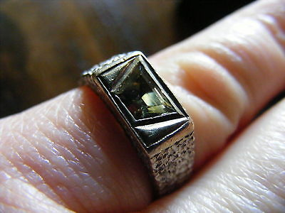 Ladies Unique Vintage Green Natural Sapphire from Mughal Jewellery Ring