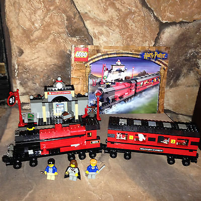 Lego HARRY POTTER TRAIN SET 4708 HOGWARTS EXPRESS From 2001 RARE Beautiful!