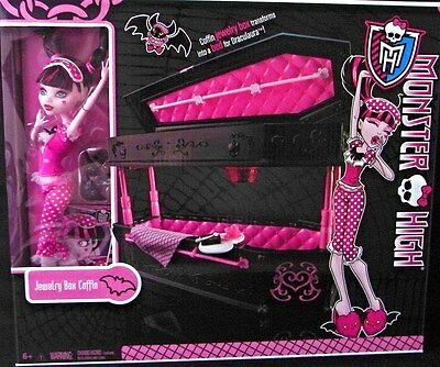 Monster High Doll set Draculaura Jewelry Box Coffin Bed 2010 New by Mattel 6-13