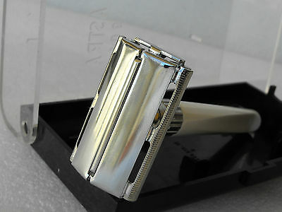 Old VINTAGE Astra 901 Safety Razor Made in Czechoslovakia IN ORIGINAL BOX Clean