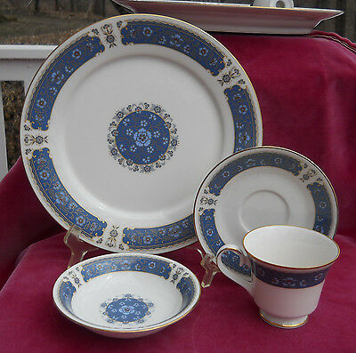 CARICO CHINA RENAISSANCE DINNERWARE 4 p DINNER PLATE FRUIT BOWL CUP SAUCER SET S