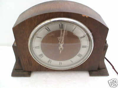 "Riley Oak Case Electric Movement Mantle Clock 11""L"