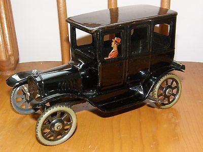 ANTIQUE VTG GERMAN BING TIN WIND UP FORD MODEL T BLACK LIMO SEDAN CAR TOY NR