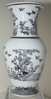 """Large Chinese Export Vase in Black & White 13 3/4"""" Tall -Excellent Condition"""