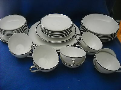 Harmony House MODERNE 3545 china - 34 dinnerware pcs. w/plates, bowls, cups, etc