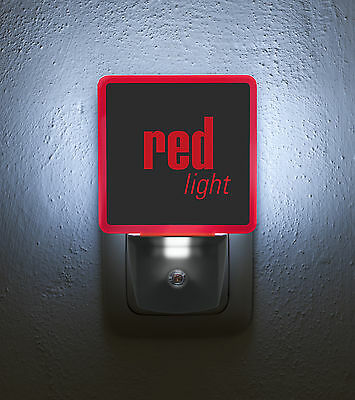 "Nachtlicht / Nightlight ""red light"" LED-Steckdosenlampe mit Tag-/Nachtsensor"