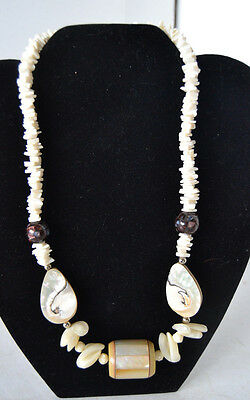 Vintage Outstanding 3-D MOP Mother of Pearl Necklace N53