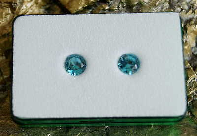 Paar runde blaue Zirkone AAA ( je 6,8 mm // ges. 3.36 ct )  in Spezifikationsbox