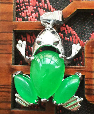 Fine Chinese pure natural green  jade pendant frog very beautiful