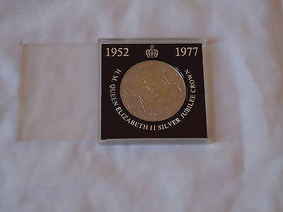 Large silver Crown Coin H.M  Queen Elizabeth 11 Silver Jubilee commemorate 1977