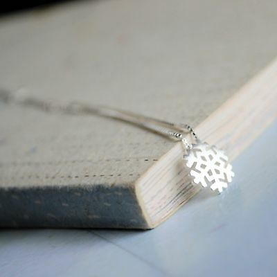 Brand New 925 Sterling Silver Snowflake Pendant & Necklace