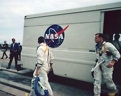 Apollo 1 Astronauts Roger Chaffee Ed White Depart Nasa Van - 8X10 Photo (Zz-116)