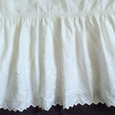 Vtg White Eyelet Twin Bedskirt JCPenney Perma Press Cotton Embroidered Leaf