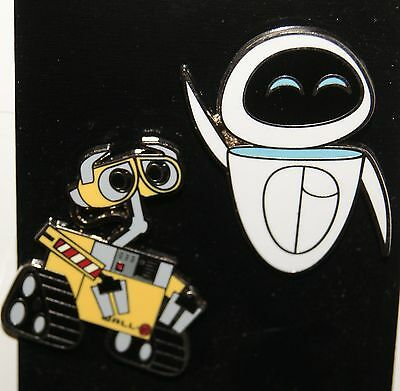 Disney Wall-E and Eve Robots 2 Pin Set NEW ON ORIGINAL CARD