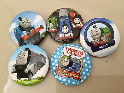 5pcs THOMAS THE TANK 30mm Plastic Badge Brooch Pin Birthday Party Lolly Bag Gift