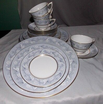 ROYAL DOULTON China QUEENSBURY 5 PIECE PLACE SETTING Dinner Plate Cup Saucer