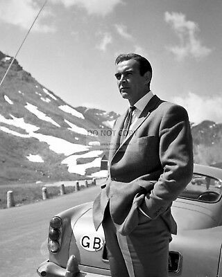 """Sean Connery In The Film """"goldfinger"""" James Bond - 8X10 Publicity Photo (Zz-338)"""