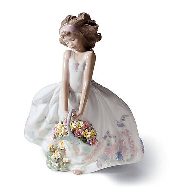 LLADRO GIRL with FLOWERS 01006647  WILDFLOWERS  NEW IN BOX
