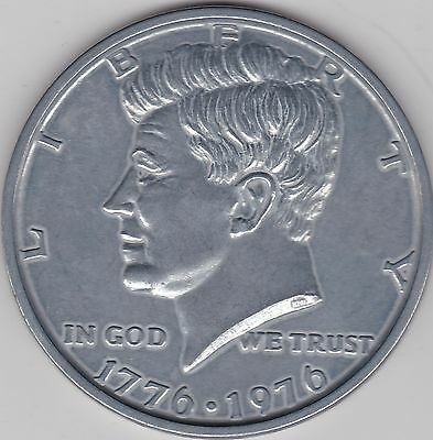 Usa 1976 Large Kennedy Half Dollar Medalic Issue In Very Fine Condition