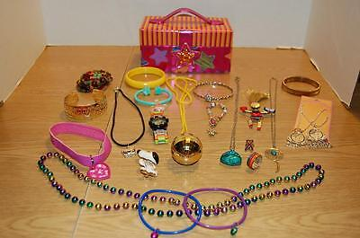 Jewelry Box Filled With 23 Pieces Of Pre-Teen/teen Jewelry - Pre-Owned- Vgc !!