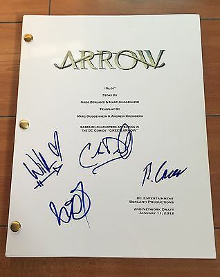 ARROW SIGNED FULL PILOT SCRIPT BY x4 CAST w/PROOF - KATIE CASSIDY WILLA HOLLAND