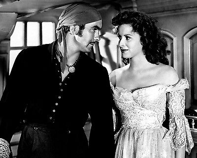 """Tyrone Power & Maureen O'hara In """"the Black Swan""""  8X10 Publicity Photo (Zy-090)"""