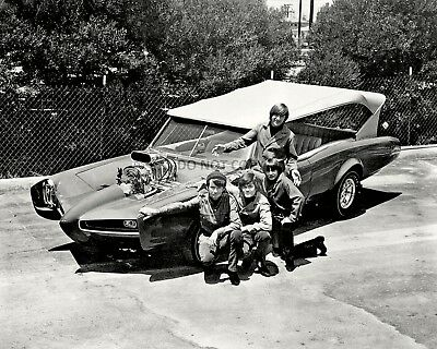 """The Monkees Stand Next To """"the Monkeemobile"""" - 8X10 Publicity Photo (Da-513)"""