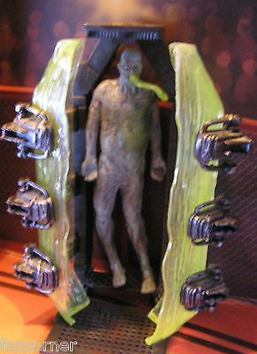 The X-Files figurine alien 1998  X-Files loose action figure alien and cryopod