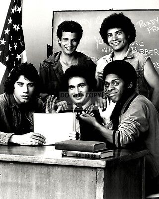 """welcome Back, Kotter"" Cast From The Abc Tv Show - 8X10 Publicity Photo (Dd-068)"