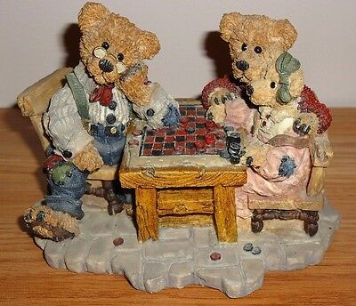 Boyds Bearstones SUNDAY AFTERNOON Playing Checkers Figurine w/Box 1993