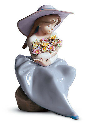 LLADRO GIRL with FLOWERS 01005862  FRAGRANT BOUQUET 5862 NEW IN BOX